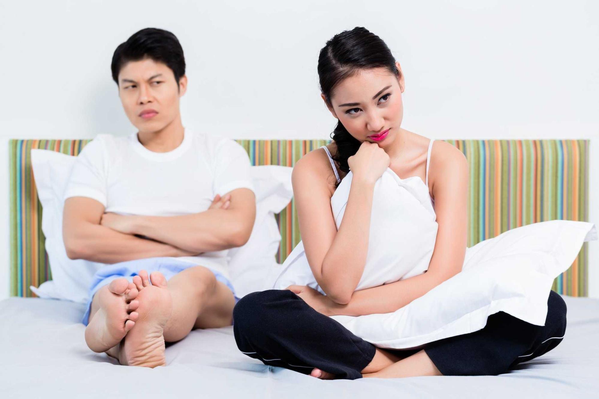 Phụ nữ khôn ngoan không nên nói giá cả mắc mà không mua, khi đi mua sắm cùng chồng.