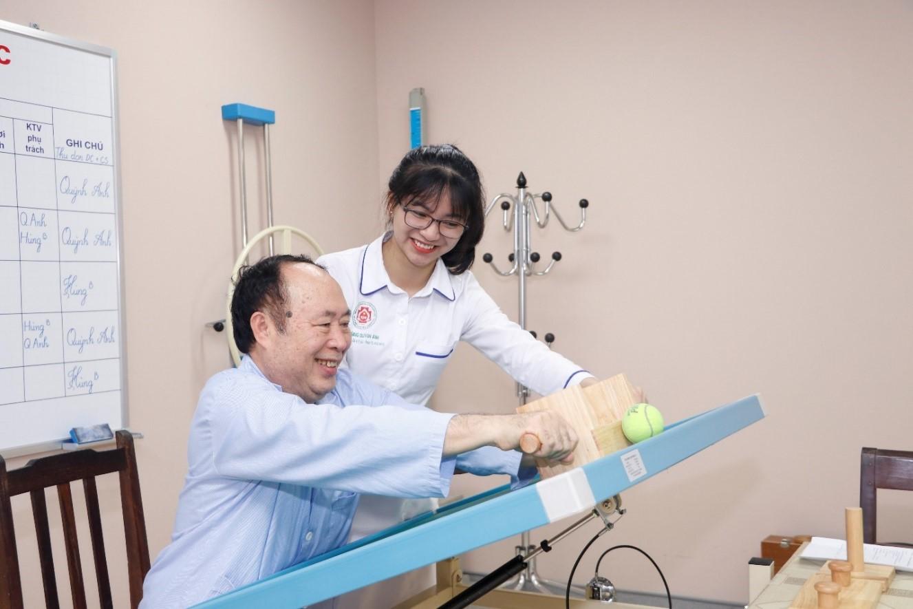 Cách vận động hiệu quả giúp hồi phục người bệnh sau mổ nhanh