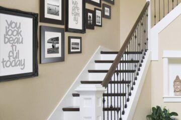Treo tranh cầu thang làm ngôi nhà hài hòa và hợp phong thủy