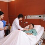 Bệnh nhân sau mổ cần vận động nhẹ để hồi phục nhanh hơn