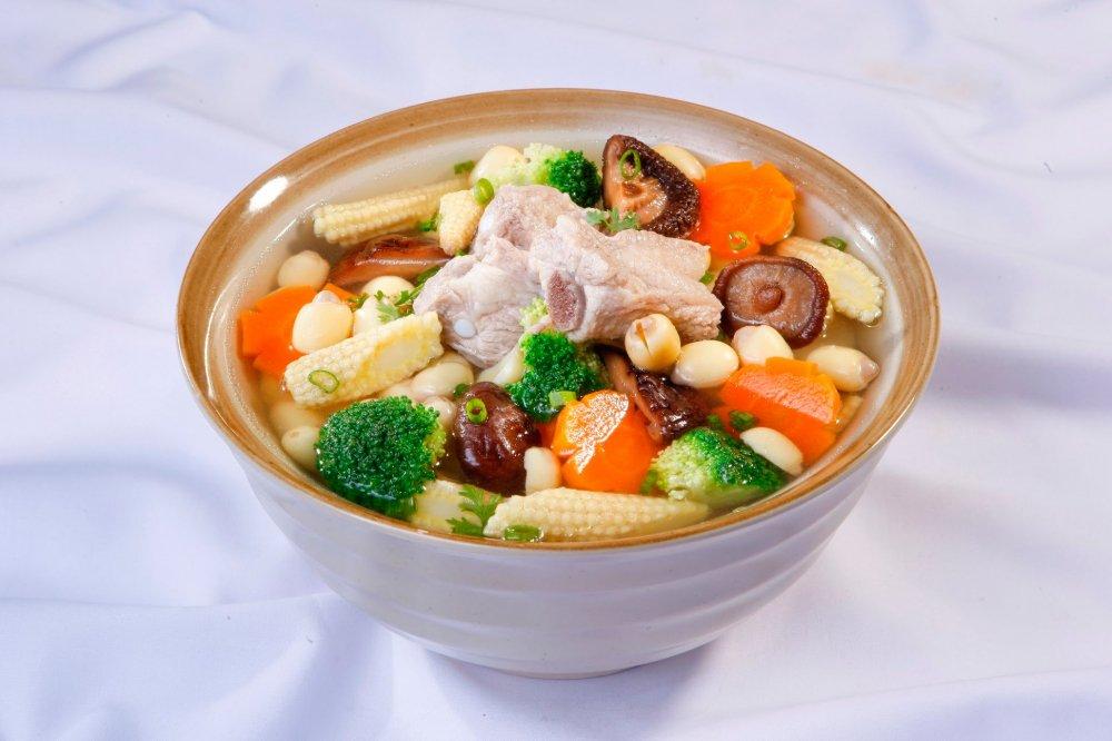 Món canh sườn súp lơ