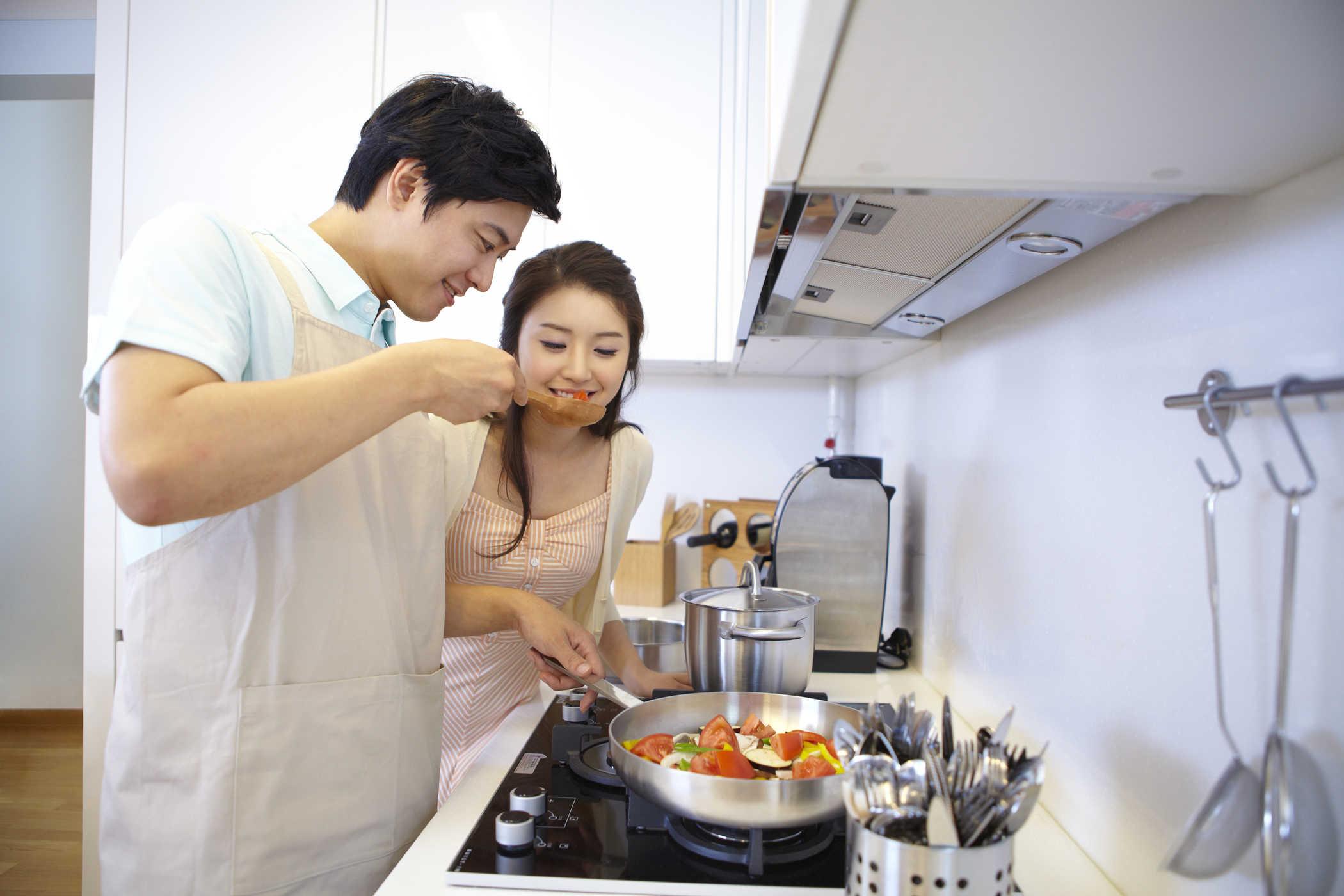 Đàn ông nên học cách nấu ăn