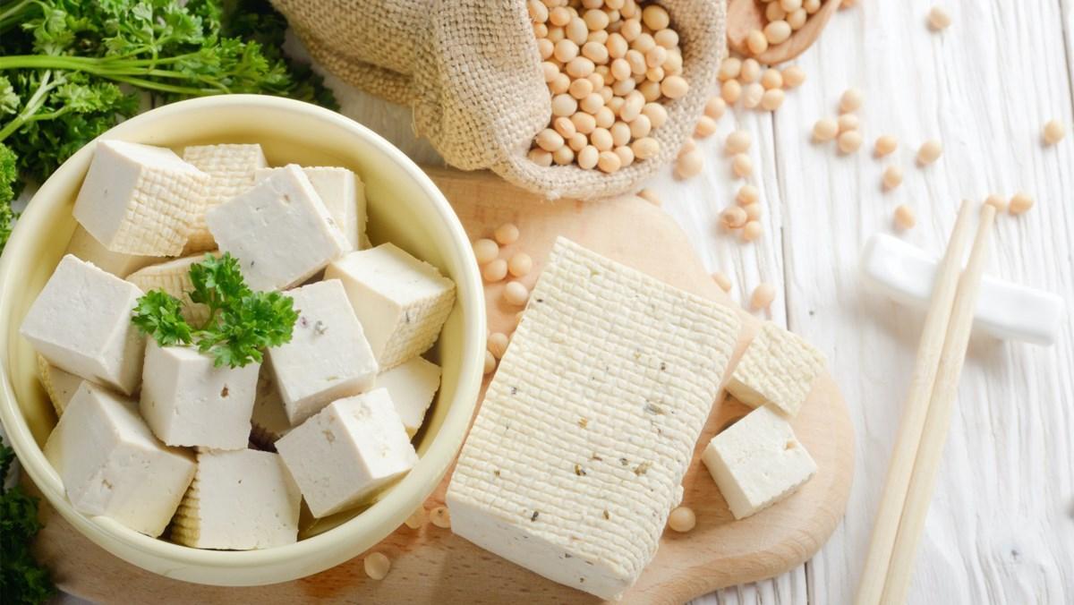 Đậu phụ, tempeh và đậu nành tươi là những món ăn chay phổ biến