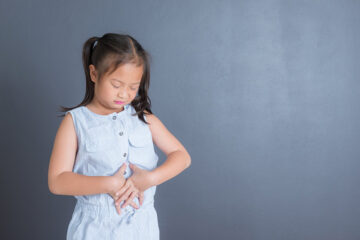 trẻ mắc viêm loét dạ dày