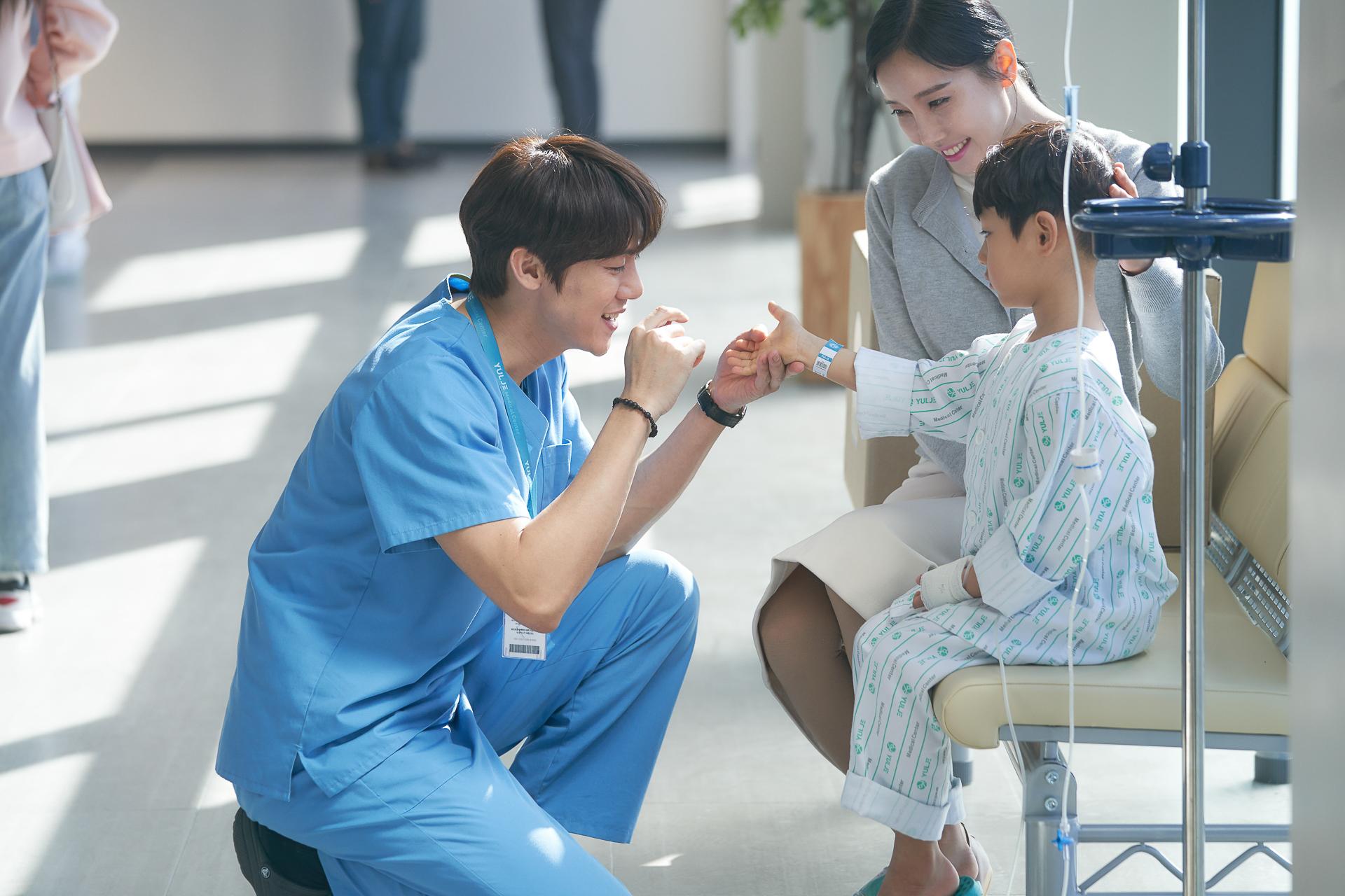 Khoảng khắc ấm lòng trong hospital playlist 2