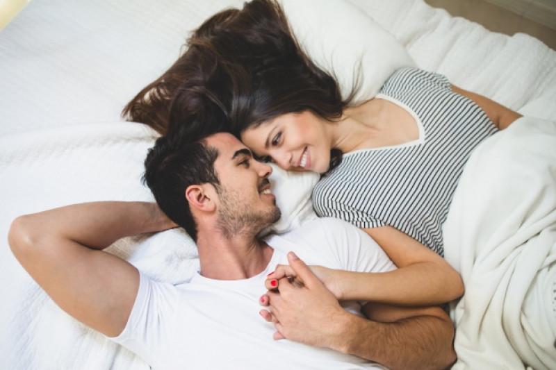 Vợ chồng nê đi ngủ cùng lúc.