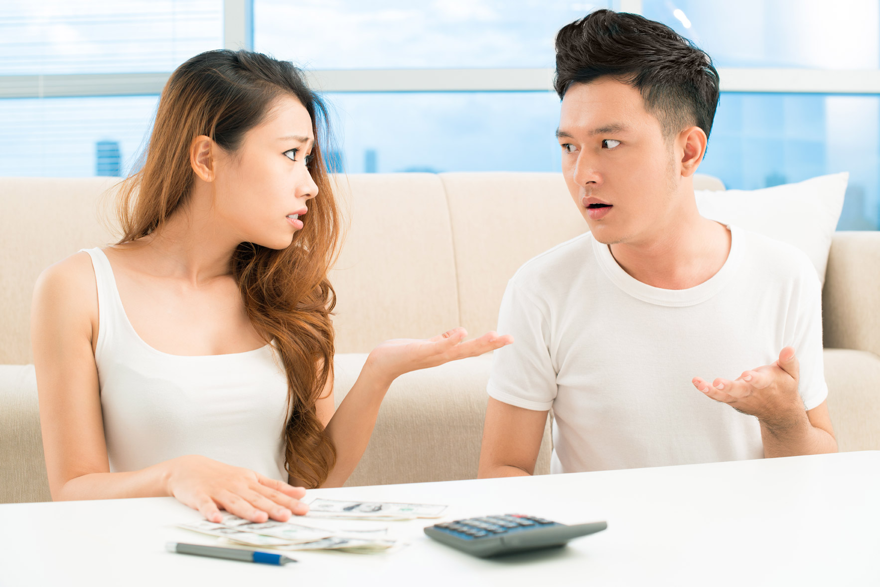 Nợ nần gây mâu thuẫn vợ chồng trong quản lý tài chính gia đình