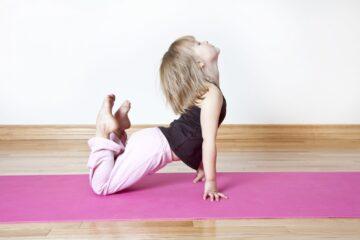 tập thể dục cho trẻ nhỏ