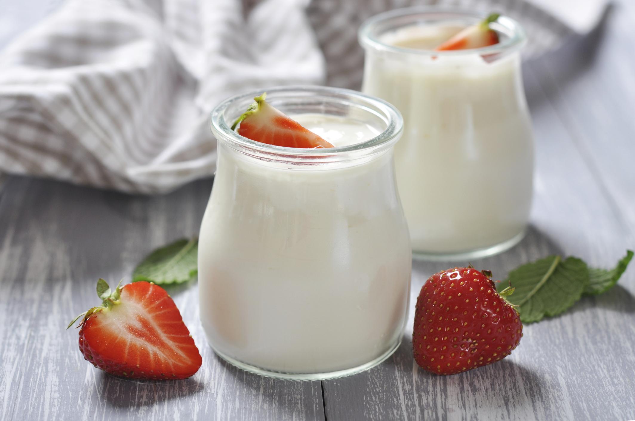 Sữa chua cung cấp các loại vitamin cần thiết cho phụ nữ tuổi 40