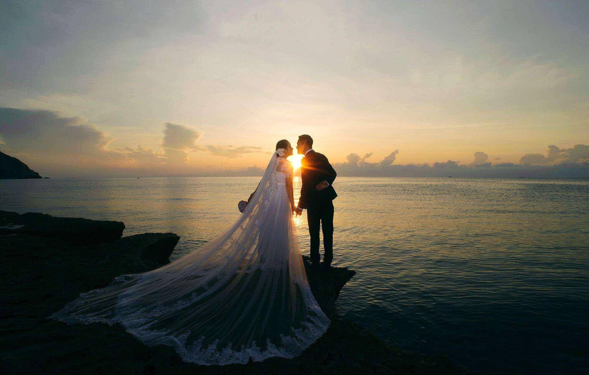 Cột mốc hôn nhân năm đầu tiên