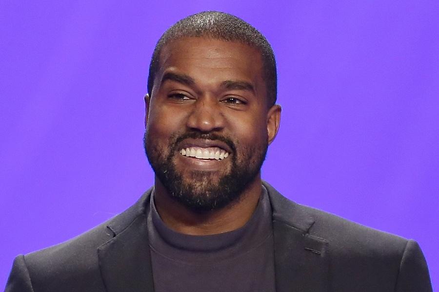 All falls down là bản hit đình đám 1 thời được Kanye West sáng tác chỉ sau 15 phút