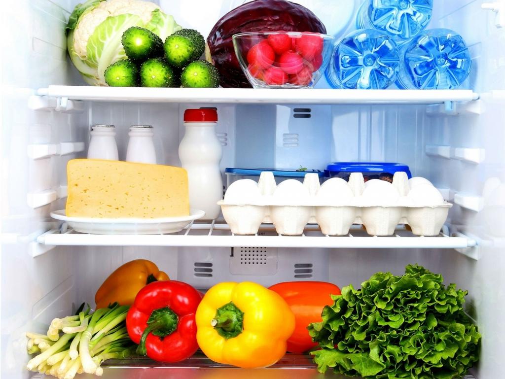 Luôn giữ đủ đồ trong tủ lạnh để tiết kiệm điện