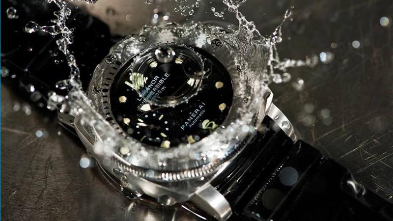 Cứu vớt chiếc đồng hồ vào nước